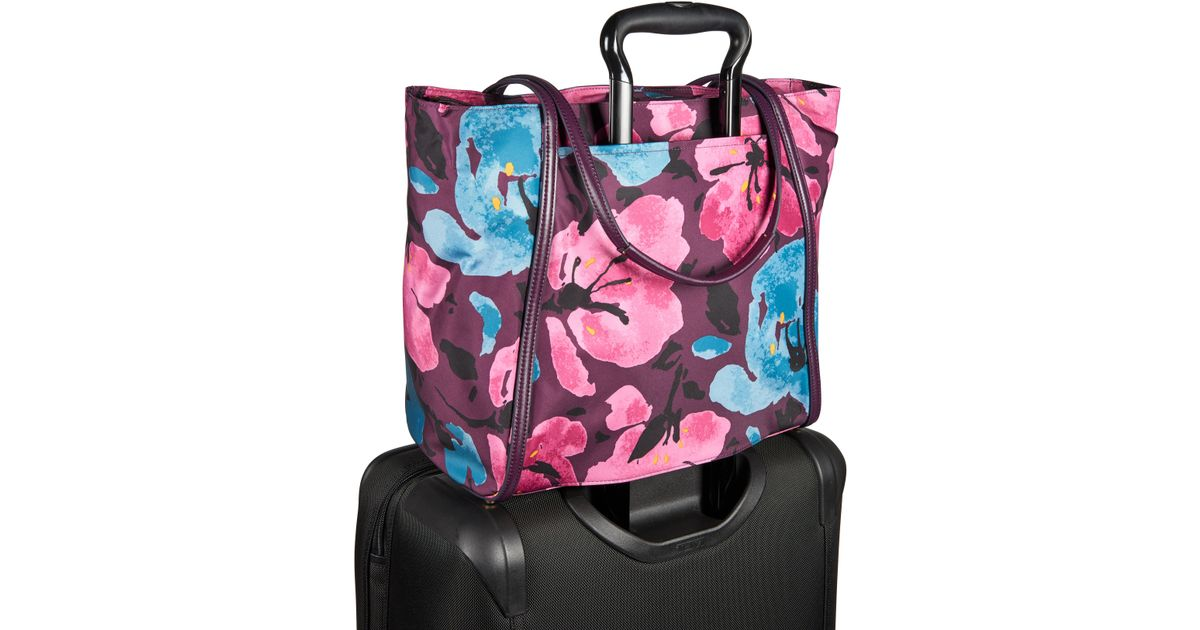 Tumi Voyageur Small Q Tote in Pink | Lyst