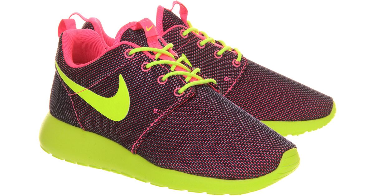 Nike Neon Roshe Run Trainers - For Men in Pink for Men | Lyst