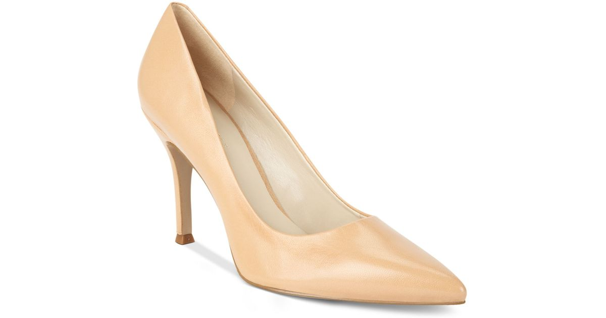 11b49a5a10d Lyst - Nine West Flax Pumps in Natural