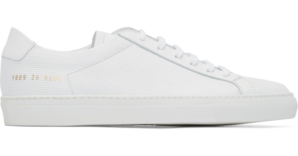 common projects achilles low white The common projects achilles low are by far the most popular white leather sneaker on the internet, and for good reason it's the epitome of a beautiful white sneaker, the perfect silhouette backed by amazing quality.