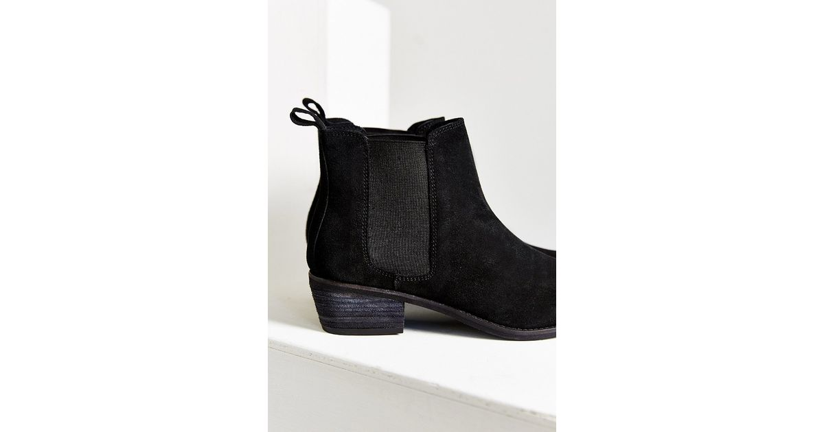 1a1b9e89ca49 Lyst - Urban Outfitters August Pointy Toe Chelsea Boot in Black