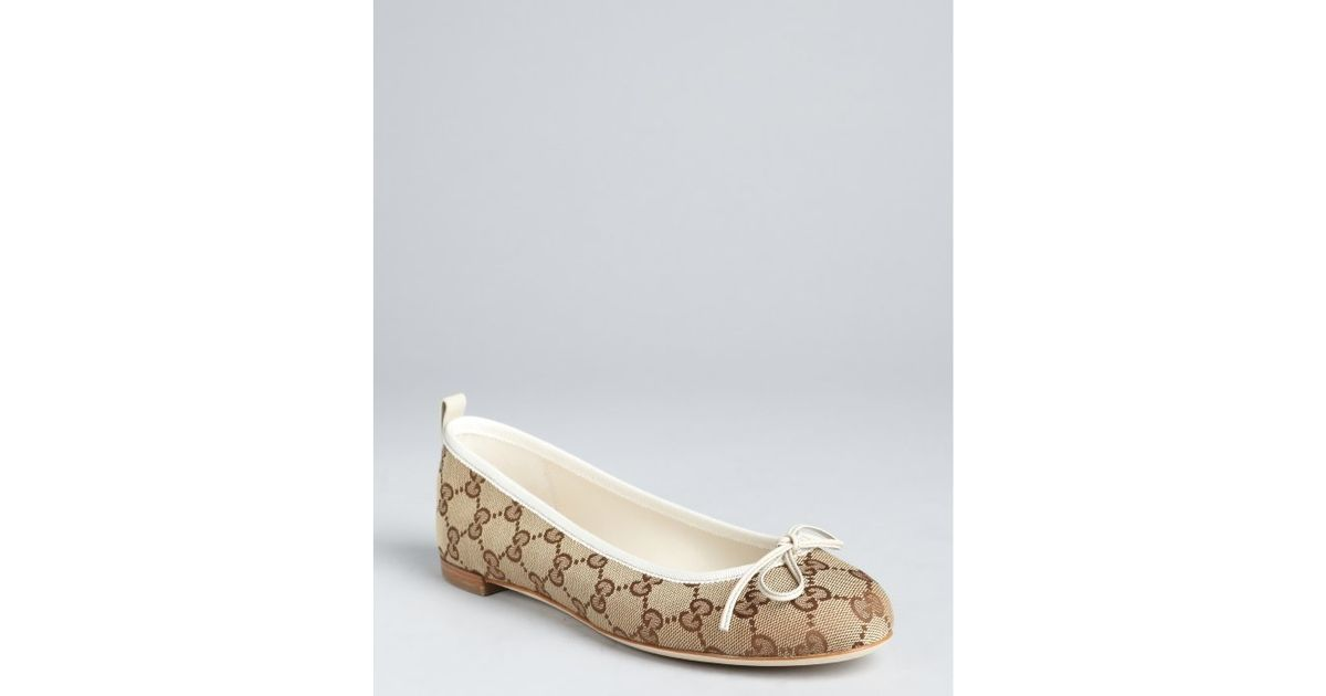 b8a362cc9 Gucci Beige and White Gg Canvas Ali Bow Detail Ballet Flats in Natural -  Lyst