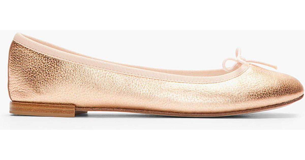 4a32ec6798bf Lyst - Repetto Metallic Rose Gold Leather Cendrillon Flats in Metallic