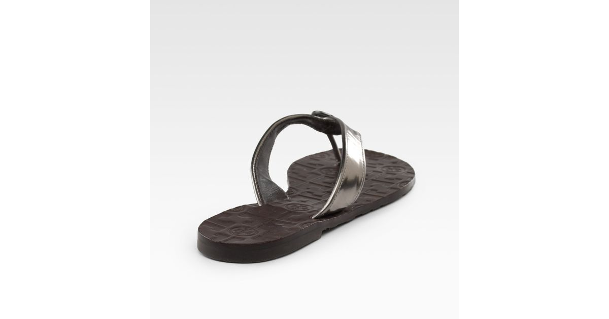 df3348fa73047 Lyst - Tory Burch Thora Metallic Leather Thong Sandals in Pink