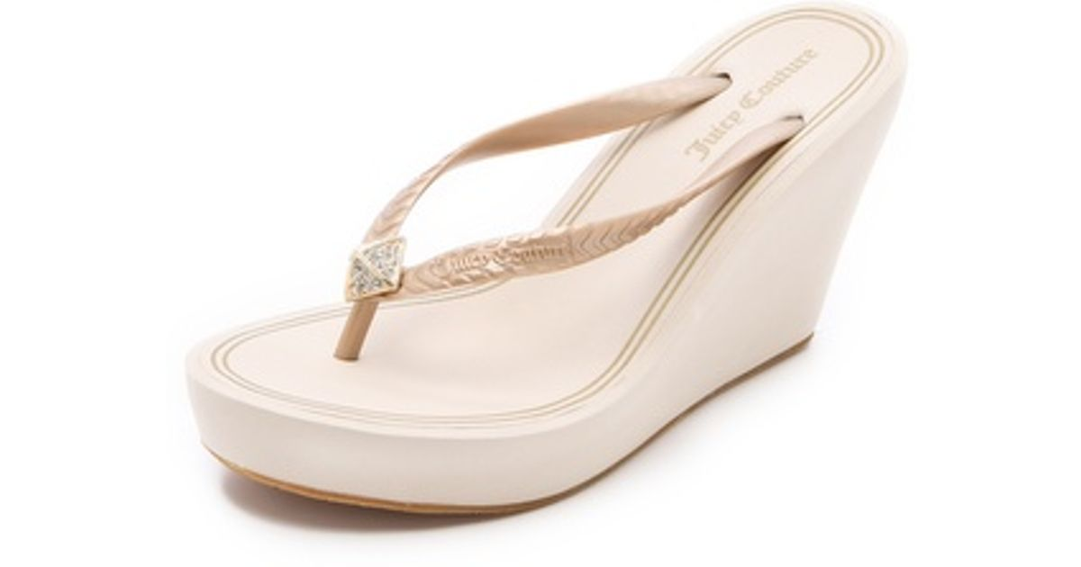 f58a0573223a Lyst - Juicy Couture Britt Wedge Flip Flops in Natural