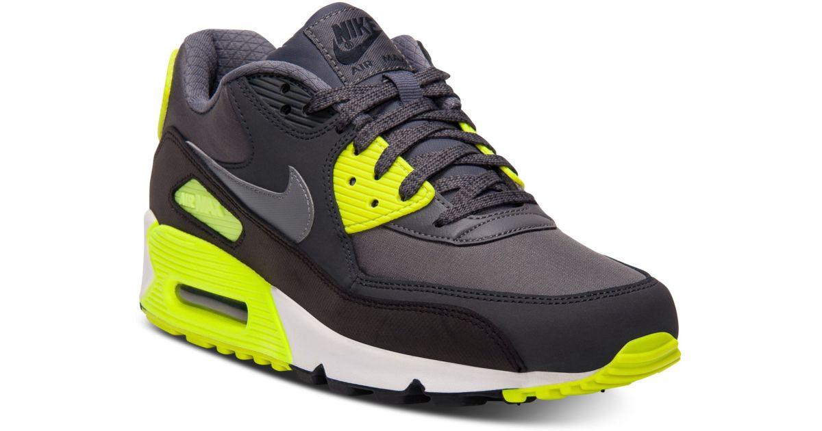 lyst nike air max 90 essenziale in scarpe da ginnastica in verde per gli uomini.
