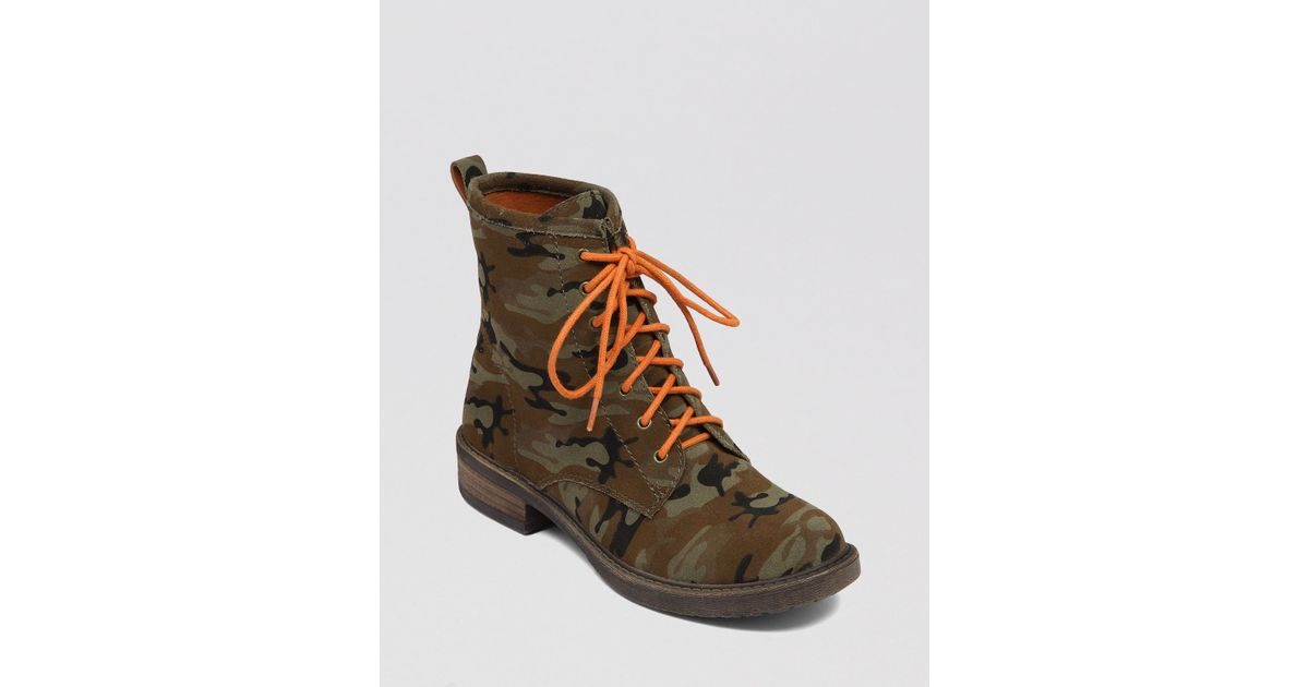 Kendall And Kylie Women's Epic Camo Print Combat Booties T6T7xANei9