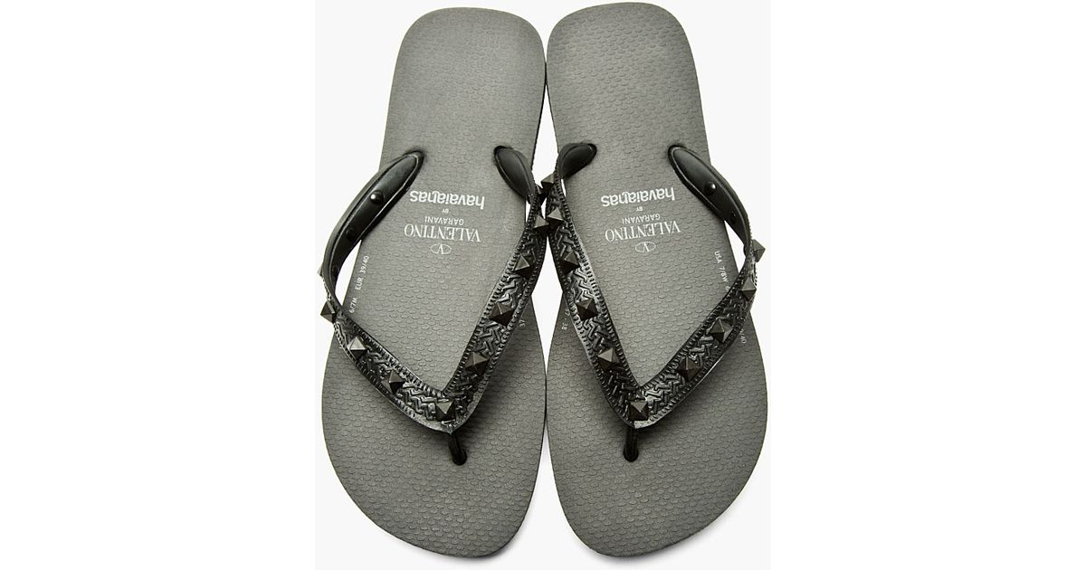a5a5a8ca9c2d Lyst - Valentino Black Studded Havaianas Edition Sandals in Black for Men
