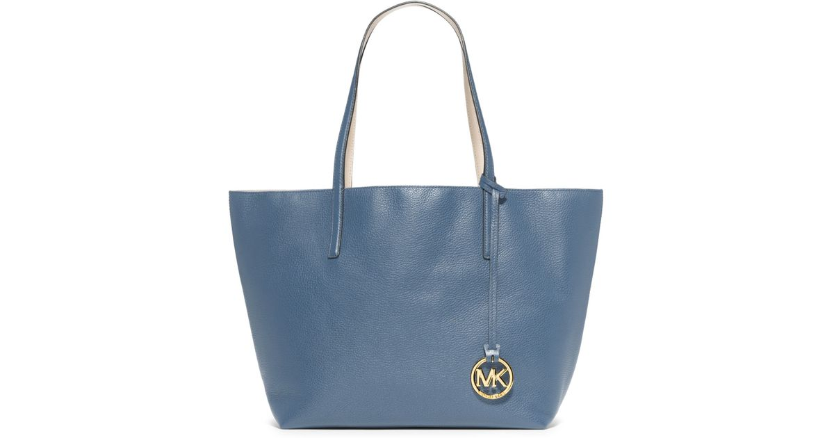 3e0cd2d7b8ac Michael Kors Izzy Reversible Leather Tote in Blue - Lyst