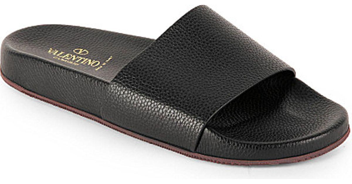 53550ff3a68 Valentino Wide Strap Leather Pool Slide Sandals - For Men in Black for Men  - Lyst