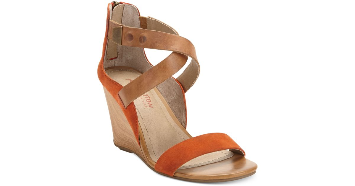 1d6e63bccbf Lyst - Kenneth Cole Reaction Oh Ava Wedge Sandals in Orange