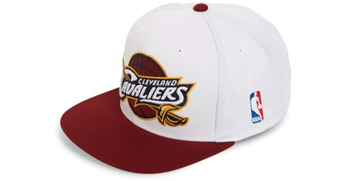 new concept 0c6e7 dd5e8 Mitchell   Ness  cleveland Cavaliers - Xl Logo  Snapback Cap in White for  Men - Lyst