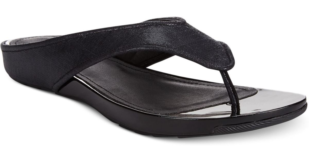 1e2e856692ed Lyst - Kenneth Cole Reaction Women s Waterpark Sandals in Black