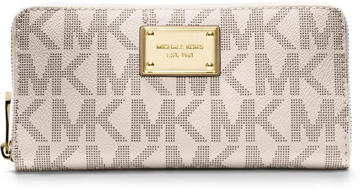 6395be49eb76 MICHAEL Michael Kors Jet Set Travel Logo Continental Wallet in White - Lyst