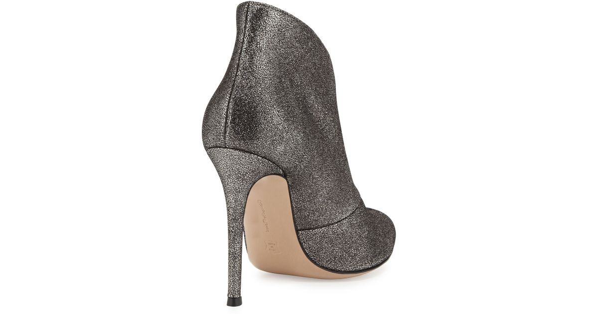 2a19c20695 Gianvito Rossi Metallic V-neck Ankle Bootie in Gray - Lyst