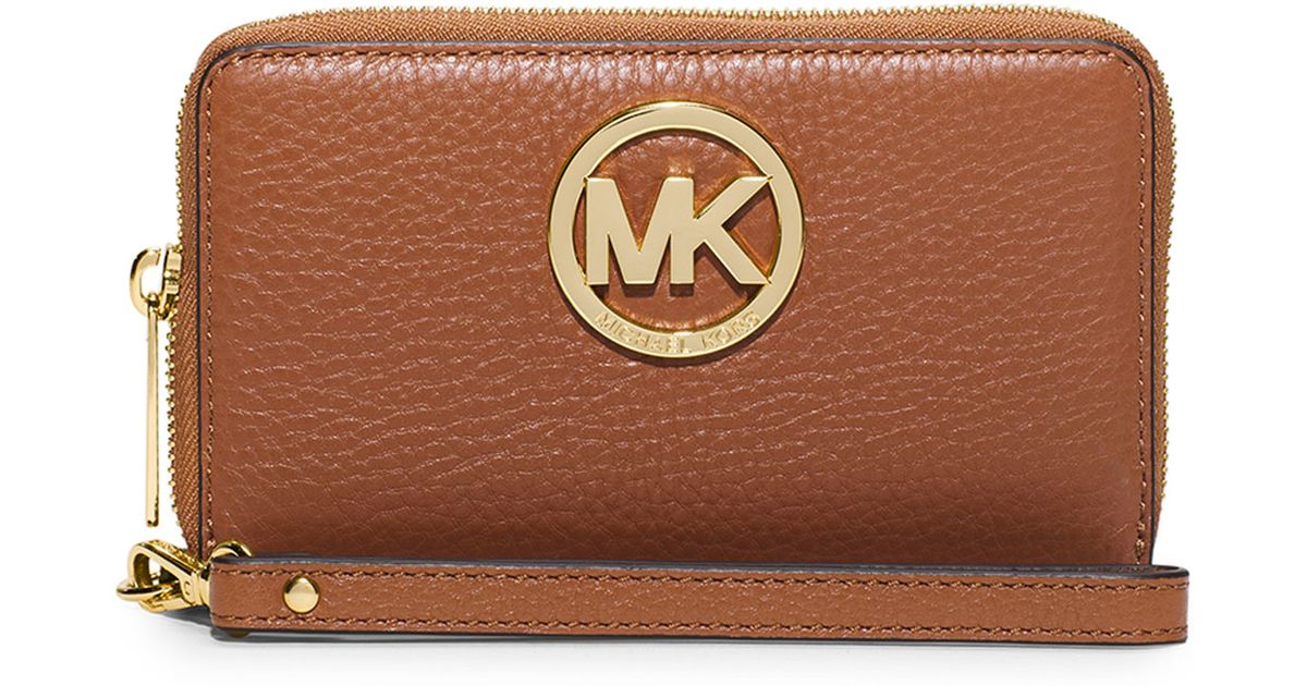 2ca7eb721096 MICHAEL Michael Kors Fulton Large Flat Multifunction Phone Wallet in Brown  - Lyst