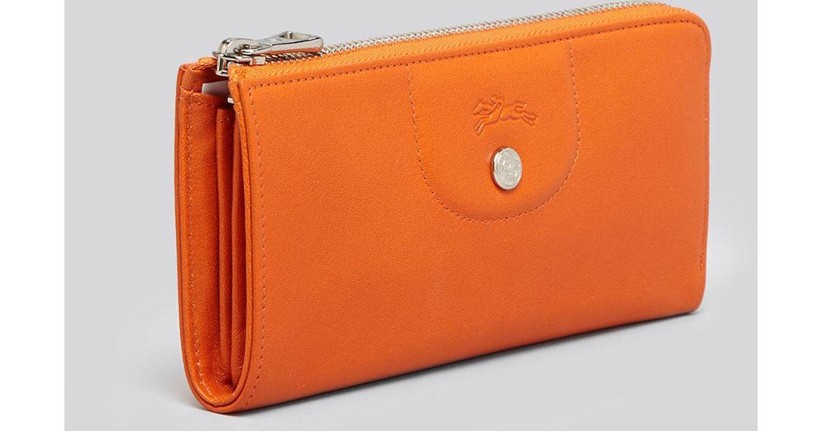 8ce595bea7 Longchamp Wallet Le Pliage Cuir Zip Around Continental in Orange - Lyst