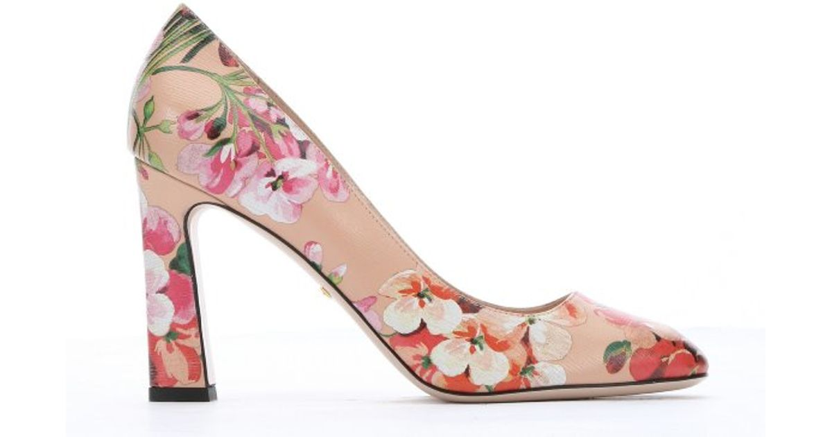 gucci apricot and pink blooms print leather pumps in beige