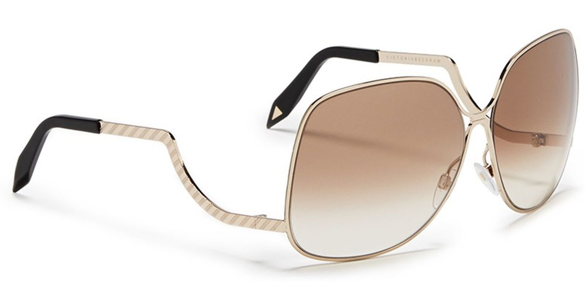 f5a9c9bf6f9 Victoria Beckham Drop Temple Oversized Sunglasses in Metallic - Lyst