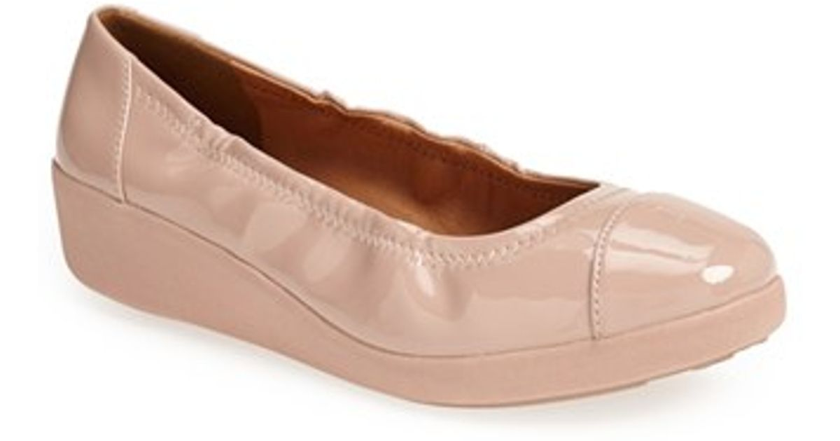 2e83bc0b3 Lyst - Fitflop F-Pop Patent-Leather Ballet Flats in Natural