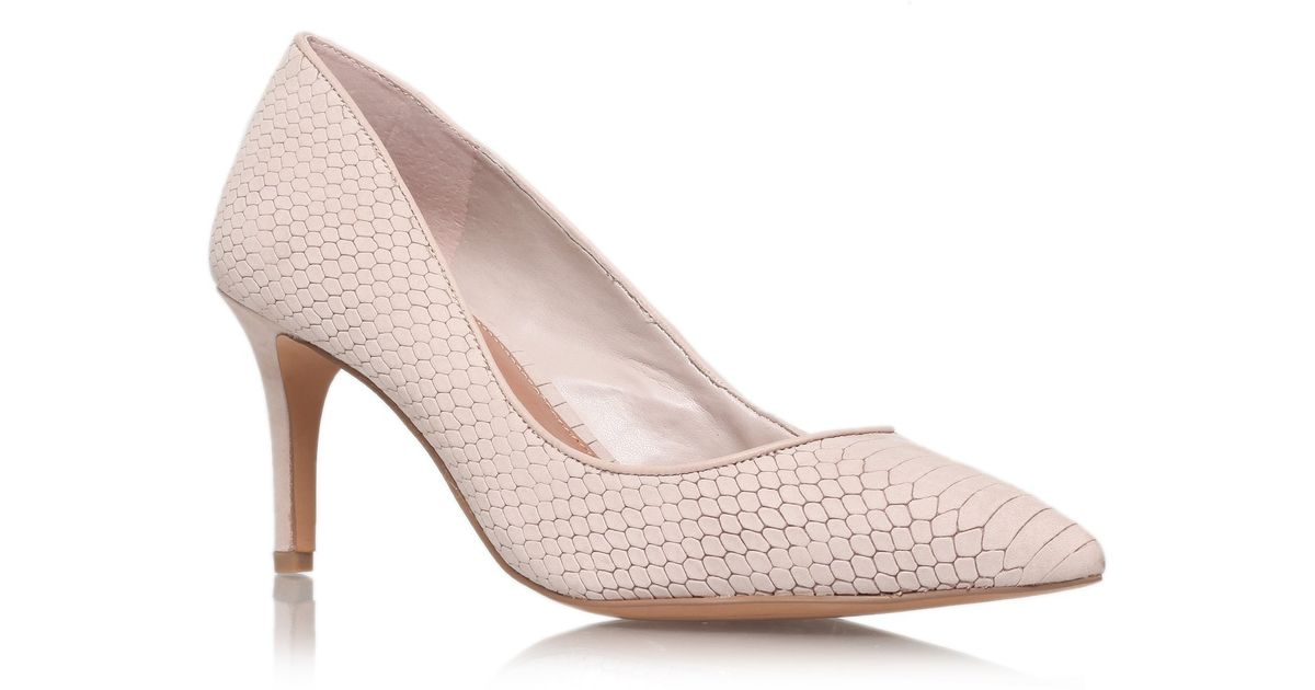 c38abaa25b27 Vince Camuto Cassina Court Shoes in Natural - Lyst