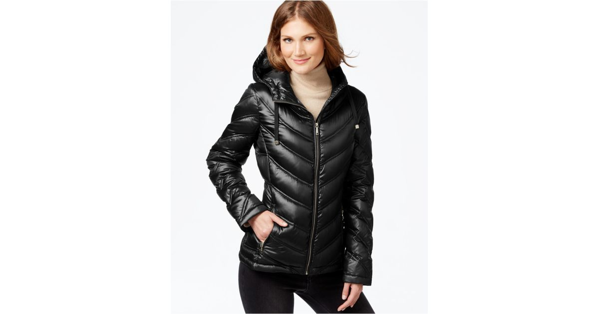0734d9ad99a6 Calvin Klein Chevron-quilted Packable Down Puffer Coat in Black - Lyst