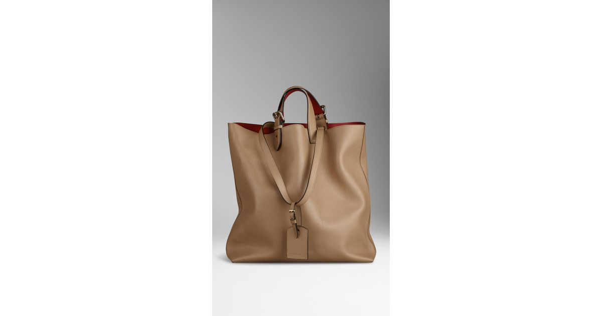 5ddd10945f Burberry Large Bonded Leather Portrait Tote Bag in Natural - Lyst