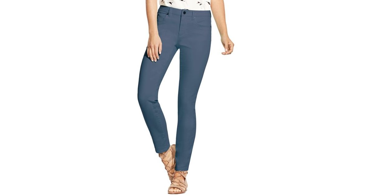 The idea behind this brand's founding was simple: create the perfect pair of jeans. More than a decade later, NYDJ is renowned for an unrelenting devotion to designs that flatter. With an eye toward the season's latest styles, NYDJ offers a wide range of clothing—from jeans to blouses to shorts—all designed for the most flattering fit.