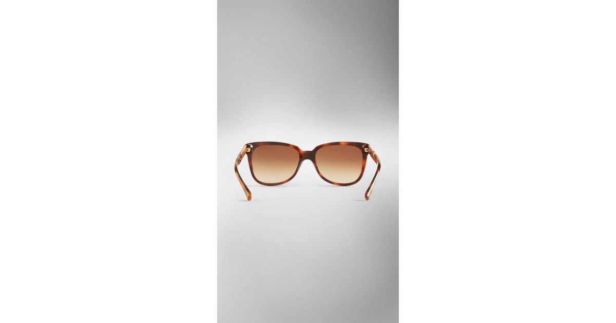 e039ecaeb96 Burberry Wood Detail Square Sunglasses in Brown - Lyst
