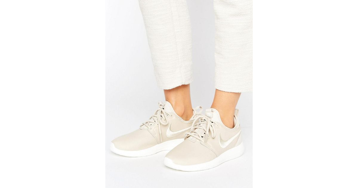 newest ce6fe b5fda Nike Roshe 2 Premium Trainers In Beige With Embroidered Swoosh in Natural -  Lyst