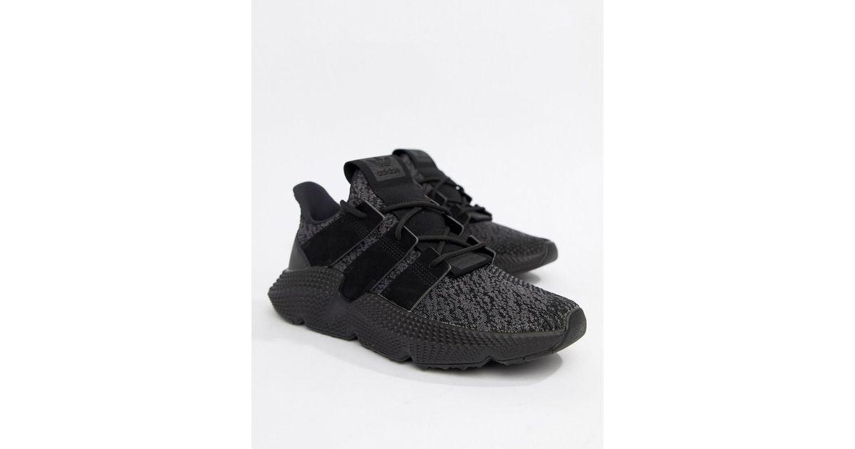 Adidas originali prophere formatori in nero cq2126 in nero per gli uomini.