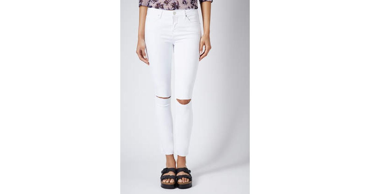 e301b4fcfa3 TOPSHOP Moto White Ripped Leigh Jeans in White - Lyst
