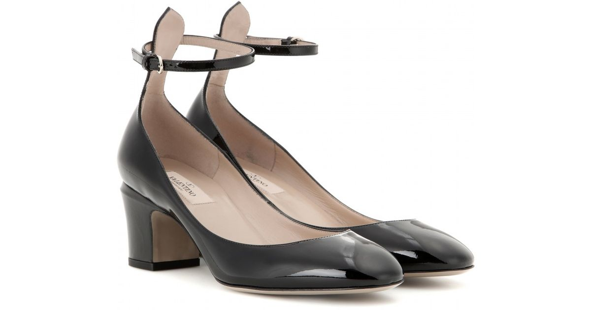 eaa2a6504fc5 Valentino Tango Patent Leather Pumps in Black - Lyst