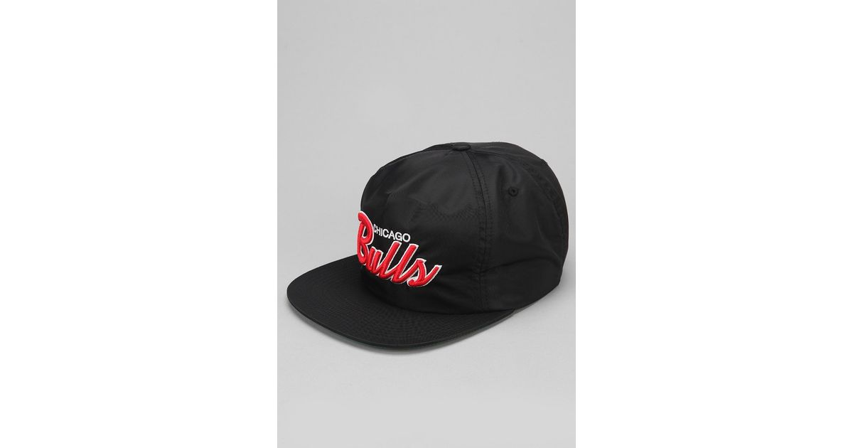 pretty nice 412a2 36ae0 Mitchell   Ness Chicago Bulls Nylon Zipback Hat in Black for Men - Lyst