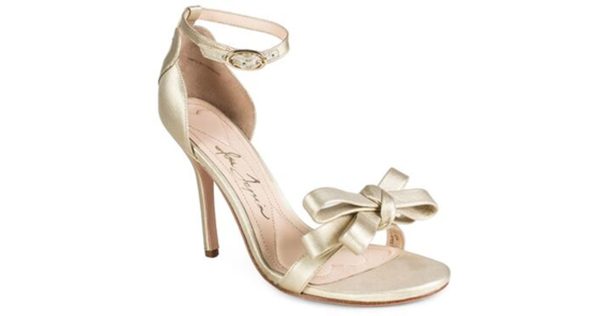 Lyst - Isa tapia Shelby Bow Gold Heels in Metallic