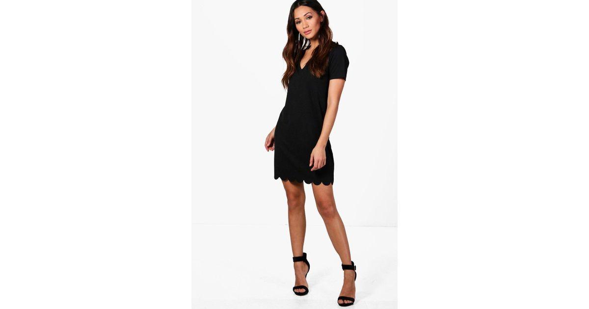 4f553a58ac0b Lyst - Boohoo Petite Scallop Hem Plunge Shift Dress in Black