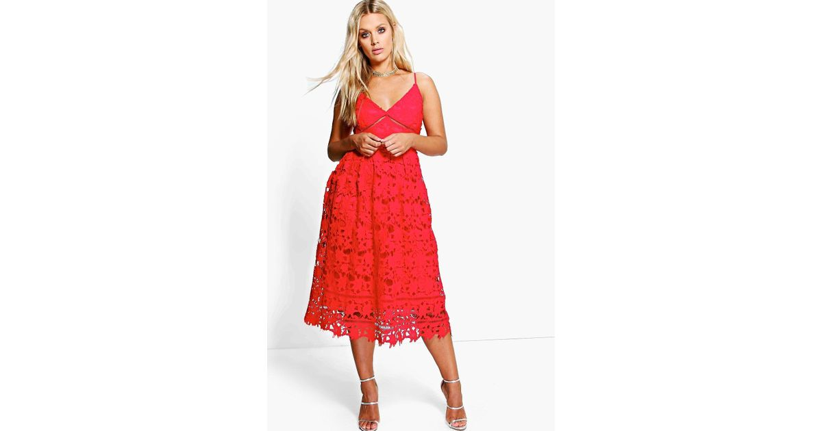 c2e59f14dad0 Boohoo Plus Leila Applique V Neck Lace Skater Dress in Red - Lyst