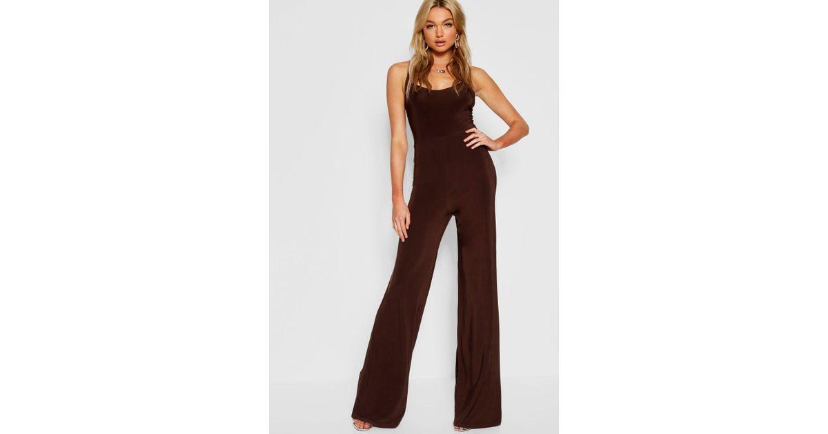 8f796a64233 Lyst - Boohoo Tall Bella Jumpsuit Mit Weitem Bein Und Tiefem Ausschnitt in  Brown