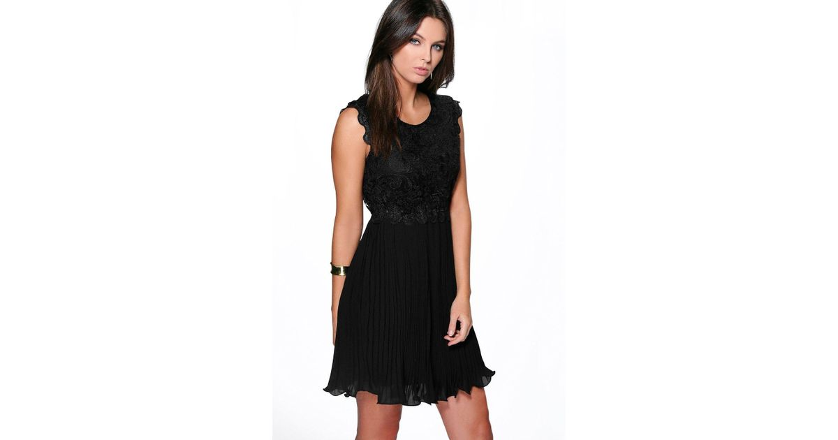 6b29bbde6b Lyst - Boohoo Boutique Corded Lace Pleated Skater Dress in Black