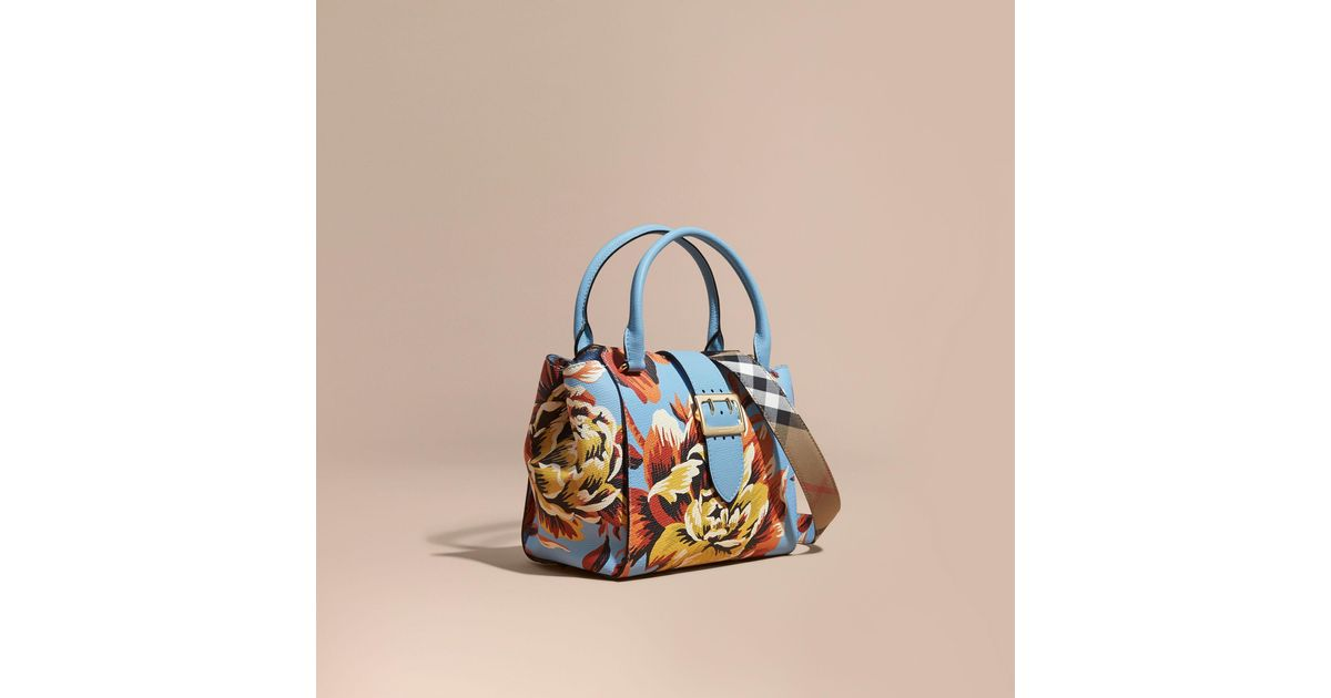 9fcca305f644 Lyst - Burberry The Medium Buckle Tote In Peony Rose Print Leather Pale  Blue vibrant Orange in Blue