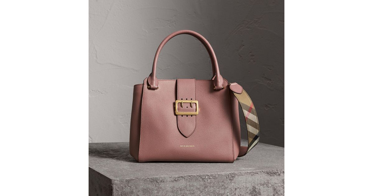 4f57ac5162bed Burberry The Medium Buckle Tote In Grainy Leather Dusty Pink in Gray - Lyst