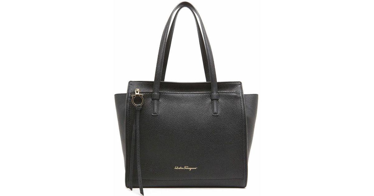 3a6231d7c59e Ferragamo  amy  Shoulder Bag in Black - Lyst