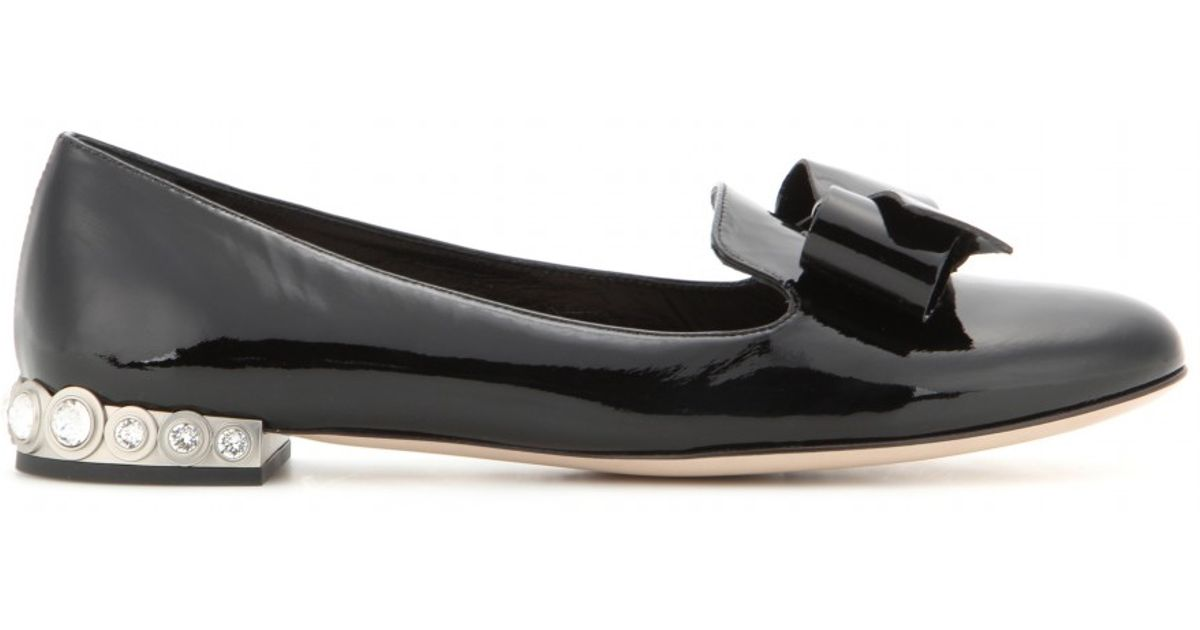 51cf32216ef9 Lyst - Miu Miu Embellished Patent-Leather Ballet Flats in Black