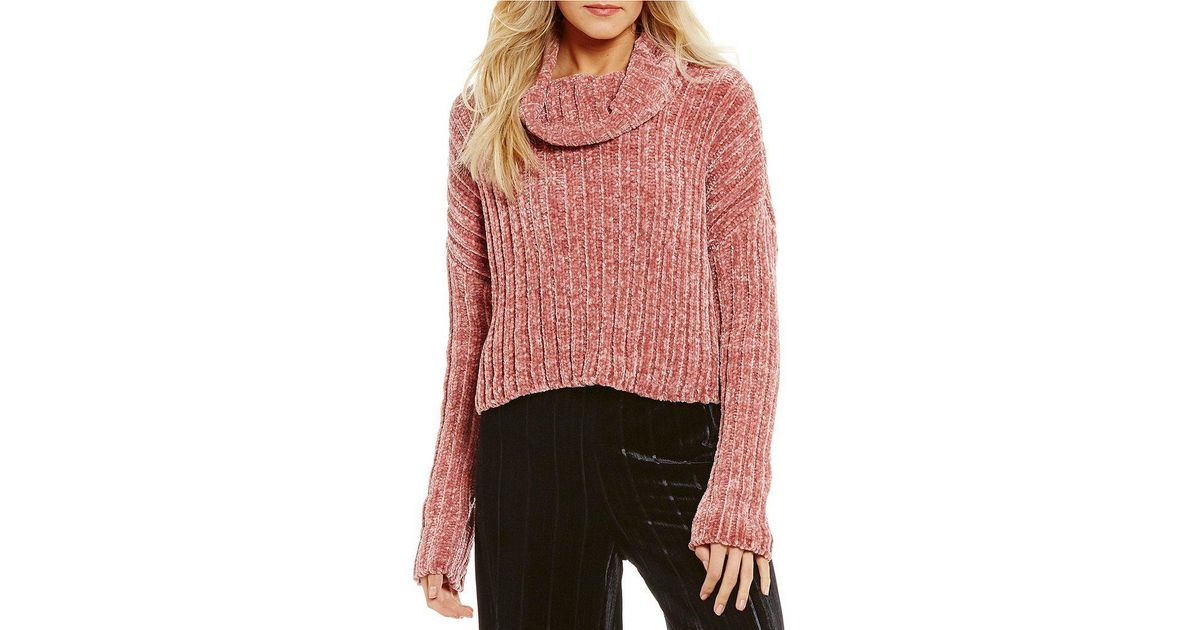 b0077113be Lyst - Chelsea   Violet Chenille Turtleneck Cropped Sweater in Pink
