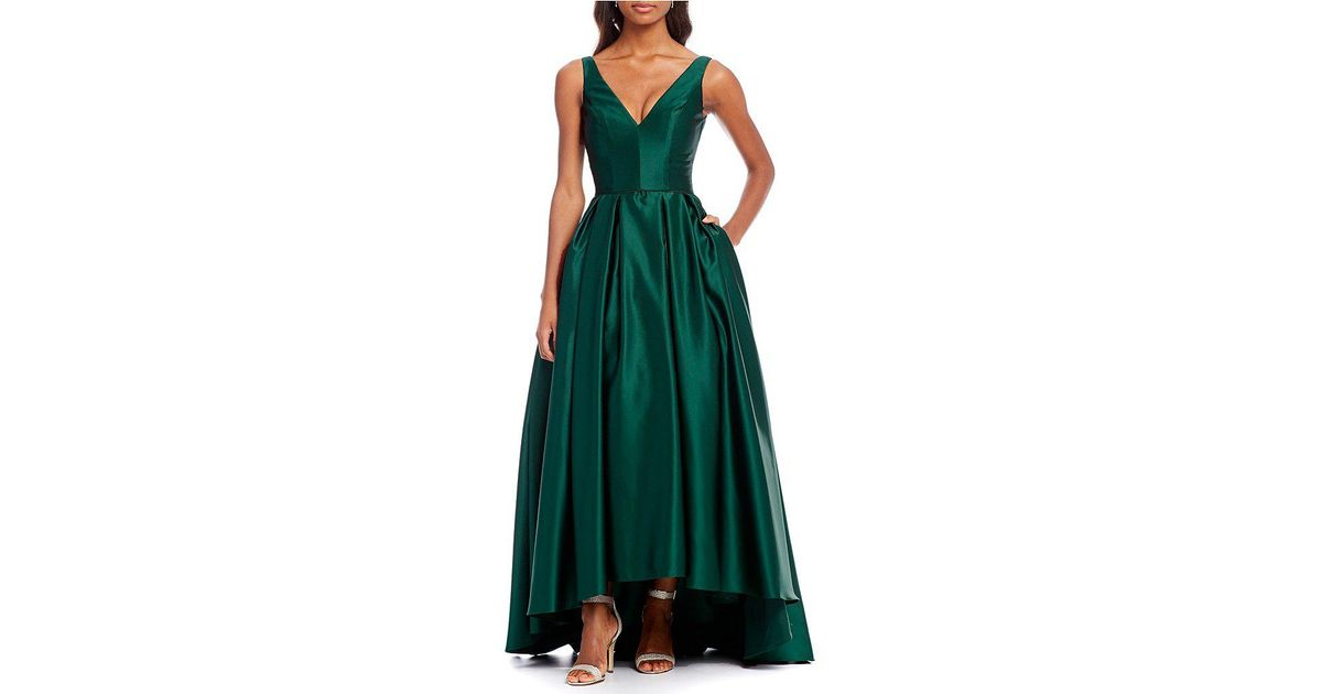 Betsy & Adam V-neck Hi Lo Gown in Green - Lyst