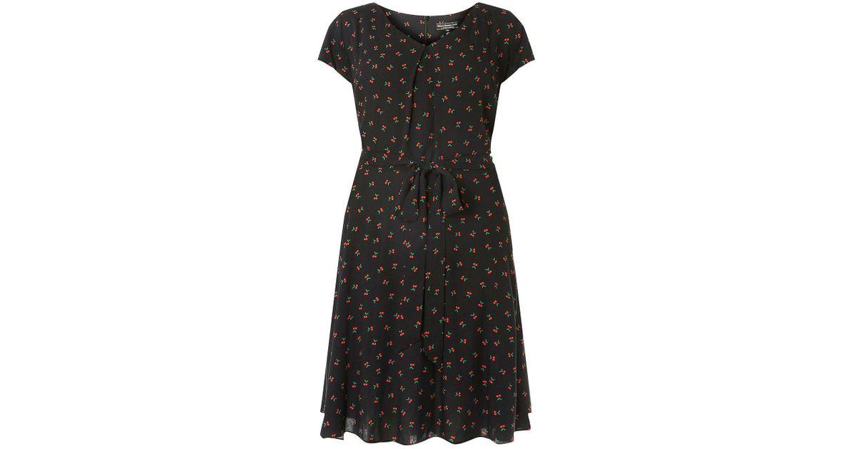 8d90b91dd5b Lyst - Dorothy Perkins Billie   Blossom Curve Black Cherry Print Dress in  Black