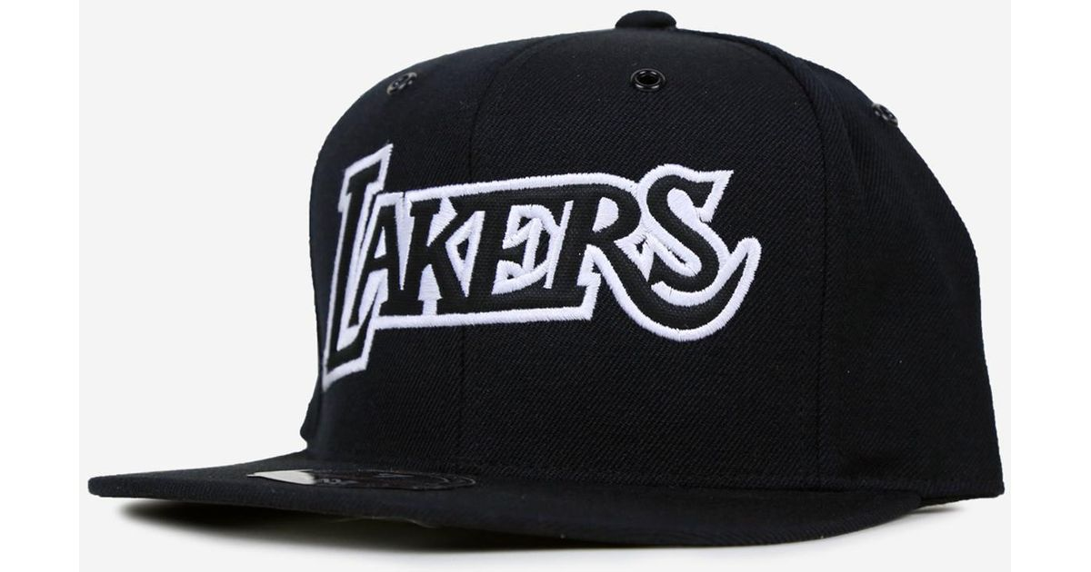 d0ea43c4426 Lyst - Mitchell   Ness Los Angeles Lakers Black   White Fitted Hat in Black  for Men