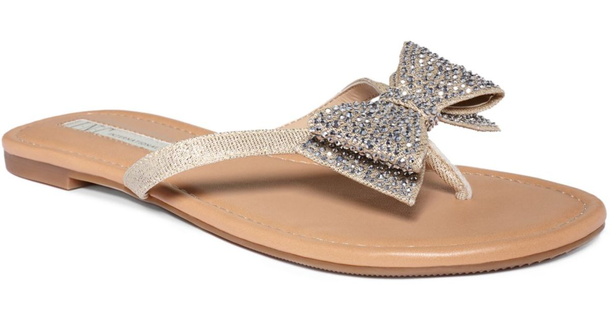 cfa2c11bcd772 Lyst - INC International Concepts Womens Maey Bow Thong Sandals in Metallic