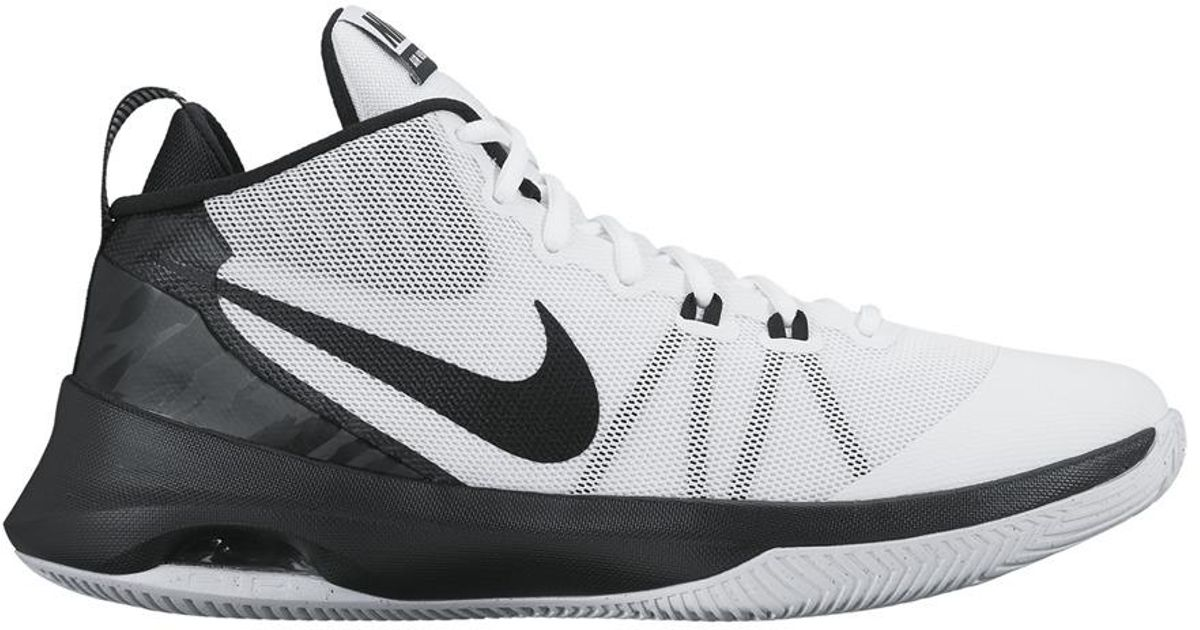 01019c460eb Nike Air Versatile Basketball Shoes in White for Men - Lyst