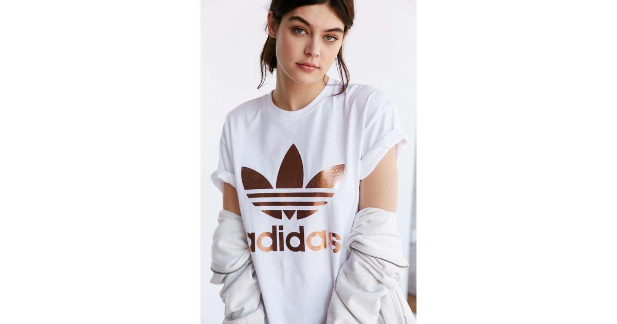 7bf99a4e37d adidas Originals Originals Metallic Logo T-Shirt in White - Lyst